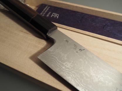 Photo gros plan du couteau de cuisine japonais Haiku itamae Santoku par CHROMA
